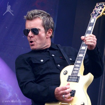 Billy Duffy with his Blonde Gibson Les Paul