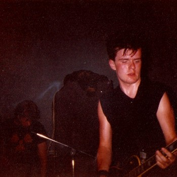 Billy with a black Les Paul in Theatre of Hate