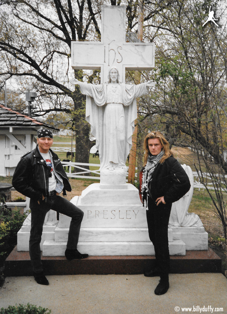 Billy & Matt Sorum visit the 'King's Grave'