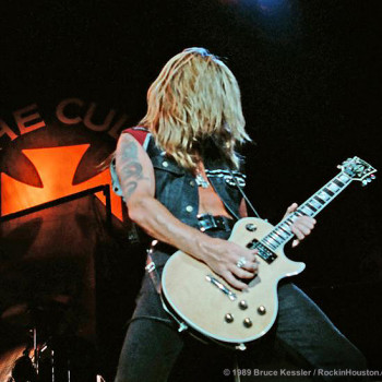Billy & his Les Paul on the 'Sonic Temple' Tour – 1989