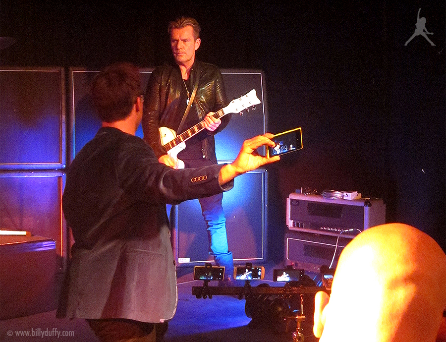 Billy Duffy filming the Nokia challenge 900