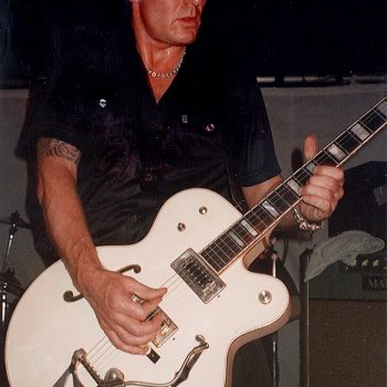 Billy Onstage With Coloursound – 1998