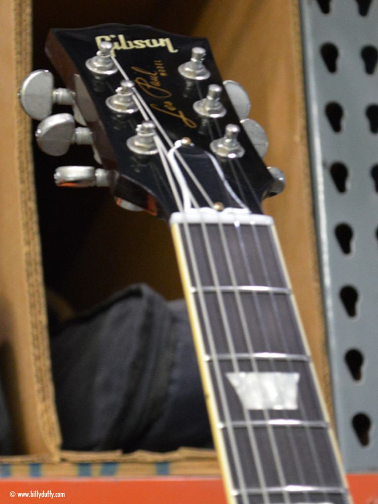 The headstock of Billys Gibson Custom Shop Les Paul