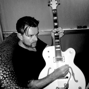 Billy Duffy with Gretsch White Falcon in a comfy chair!
