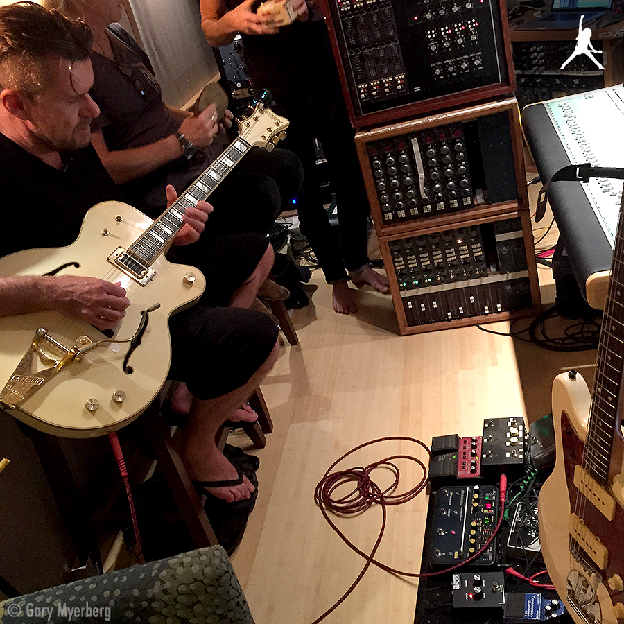 Billy Duffy - Man at Work - in the studio