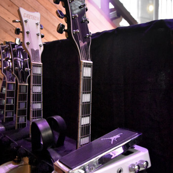 The BD Guitars & Cry Baby await the show…